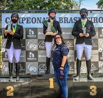 <b>Patricia W. Vianna com Catherine-C JMen é Campeã Brasileira da Categoria Amador 1,20m e Daniel Aiex com Princess Emily é Bronze no Brasileiro</b>